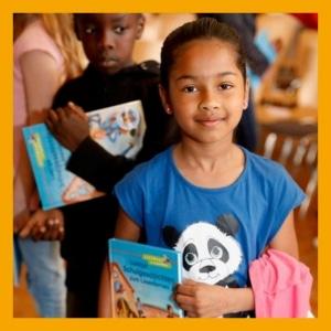 Kind mit Buch